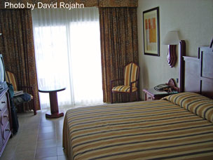 Family travel specialists riu vallarta hotel pictures for Habitacion familiar hotel riu vallarta